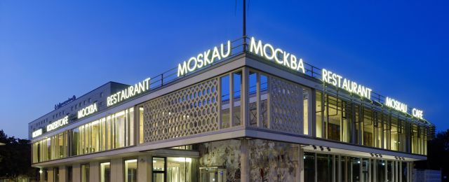 Blog Berlin Meetings, event location and architectural highlight Café Moscow, exterior view at night