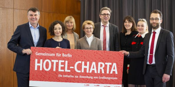 Blog Berlin Meetings, hotel charter to attract major congresses in Berlin, group photo of the hoteliers