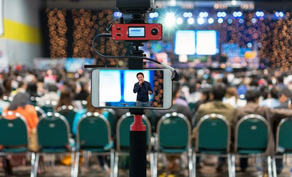 Mobile reporting during an event with live transmission
