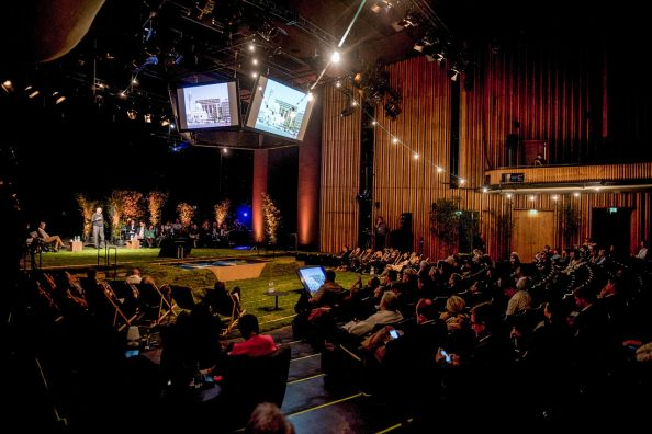 Blog BerlinMeetings, Science Congresses Berlin, Conference Q Berlin Questions, People sitting in the theatre hall