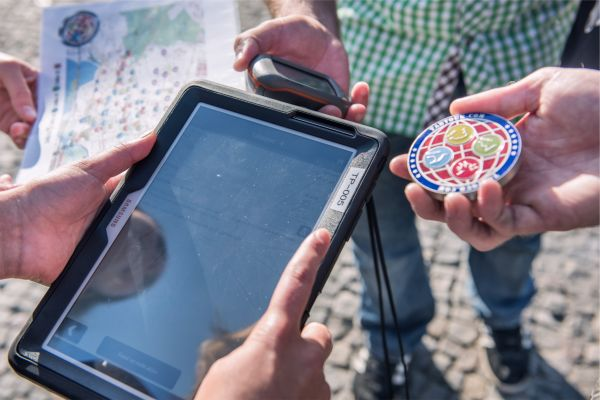 Meeting Guide Berlin Team Spirit Team with tablet and GPS device in hands